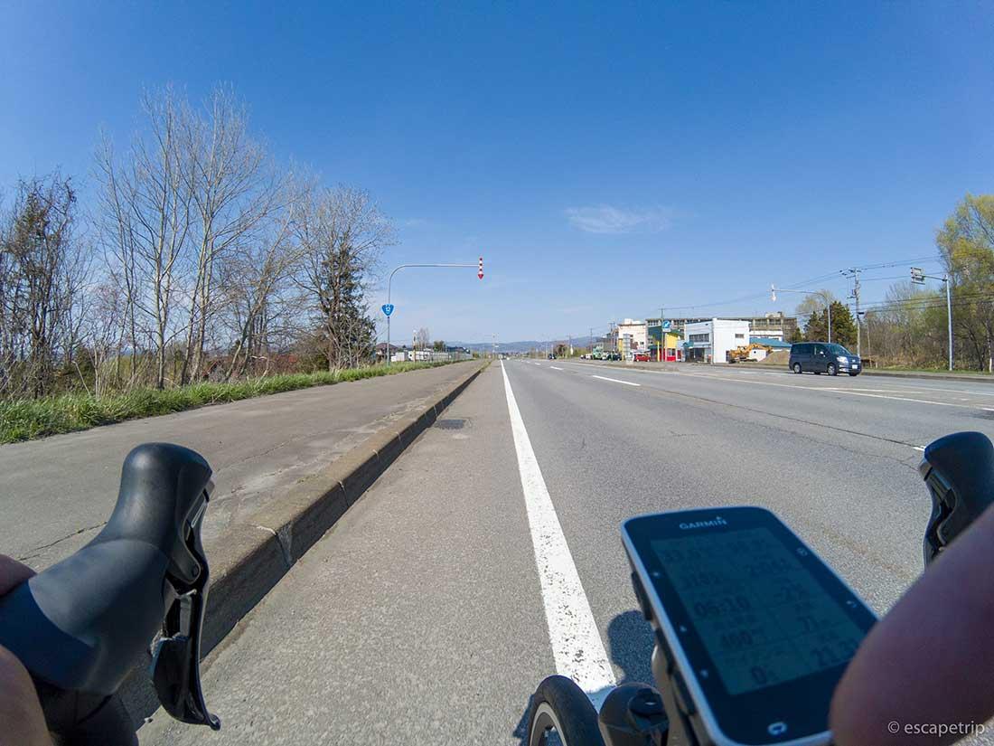 北海道の道とロードバイク