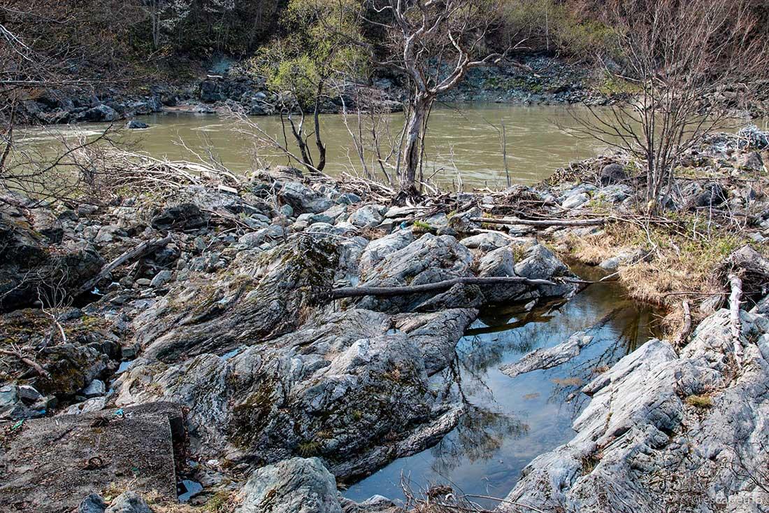 神居古潭の岩場