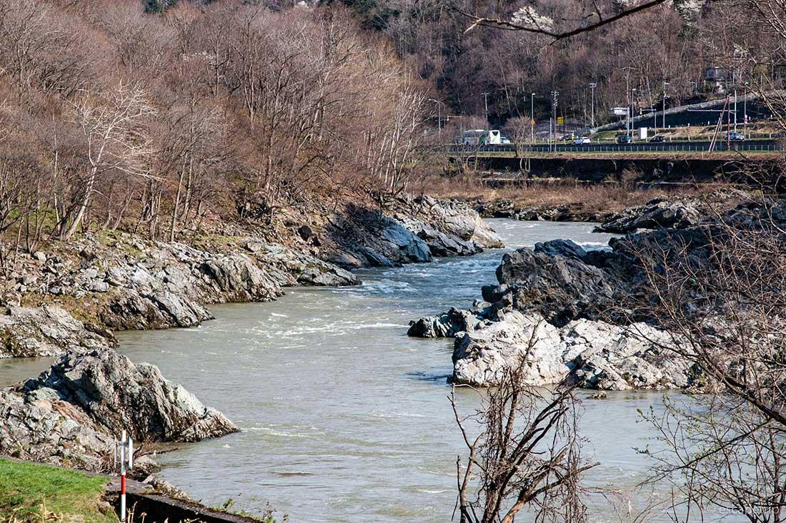 神居古潭の川の流れ