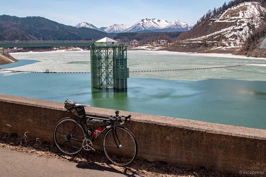 大雪ダムとロードバイク