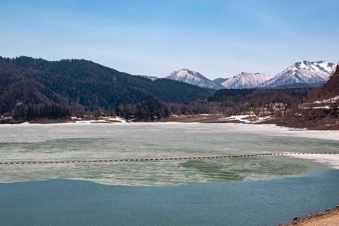 氷が張った大雪ダム