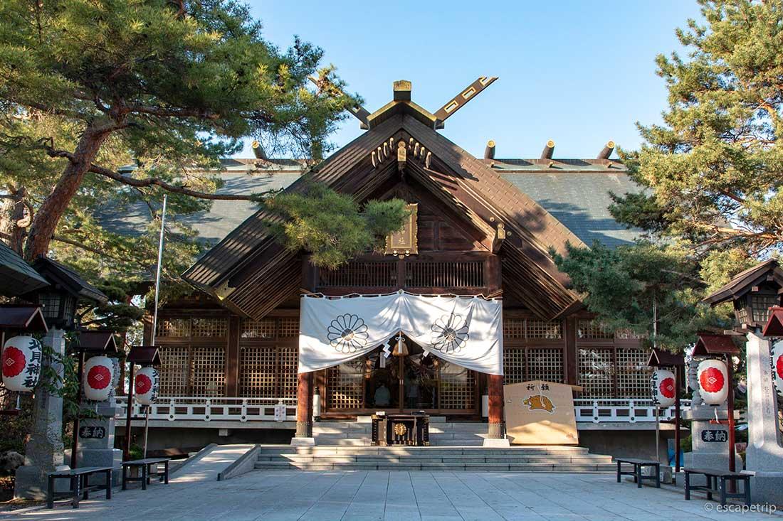 北見神社の境内