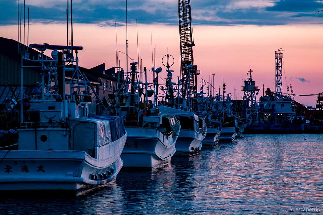 釧路の夕日と漁船
