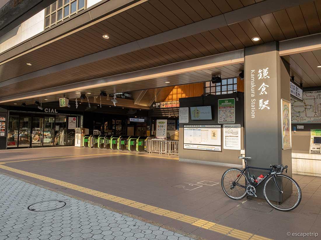 鎌倉駅前とロードバイク