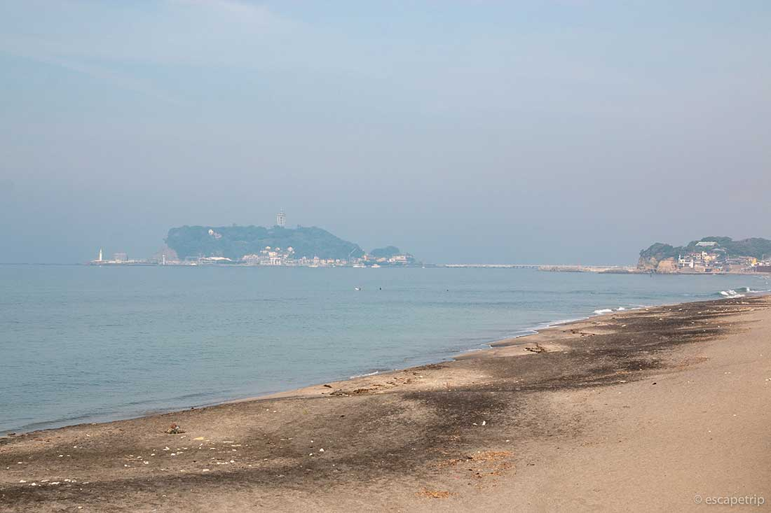 江の島と海