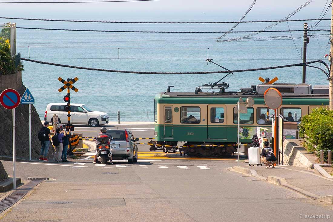 鎌倉高校前駅の踏切