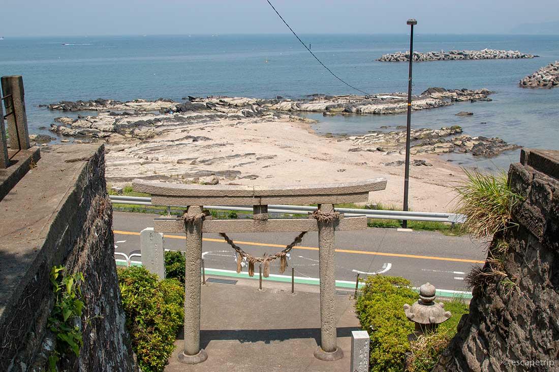 海辺の神社