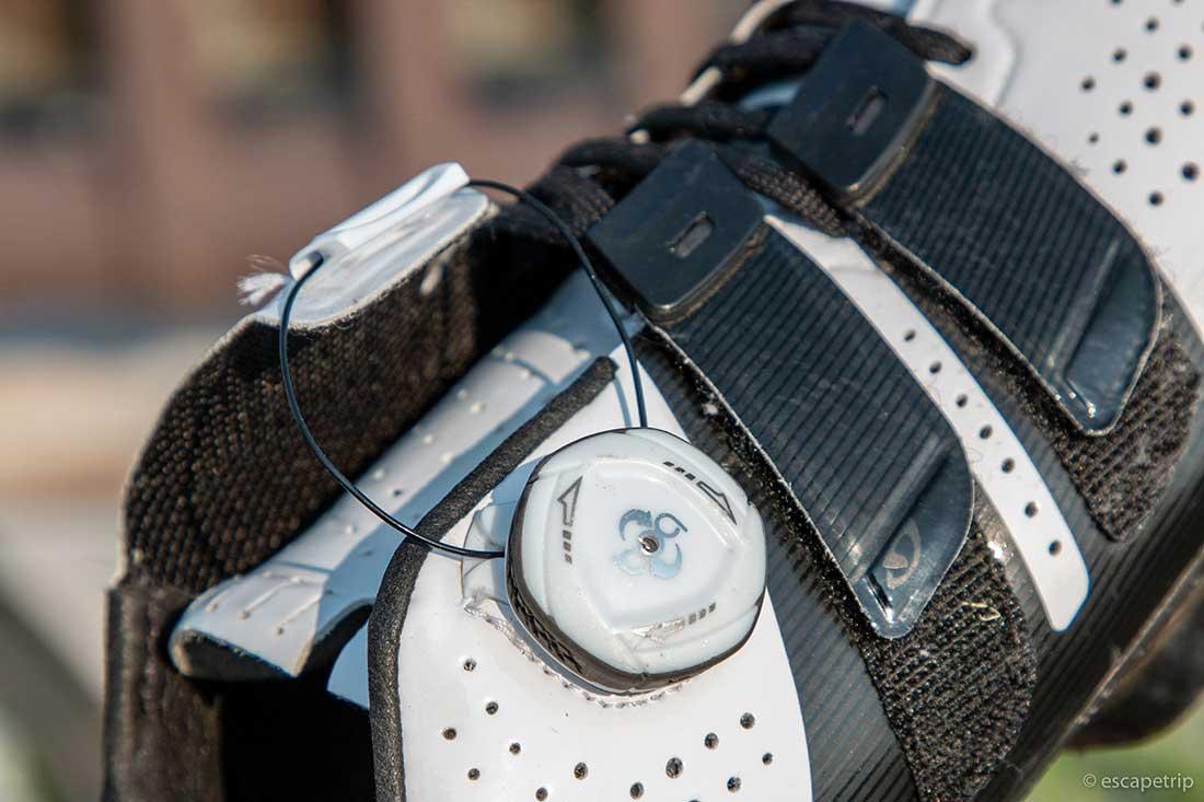ロードバイク用シューズの締め付けシステム