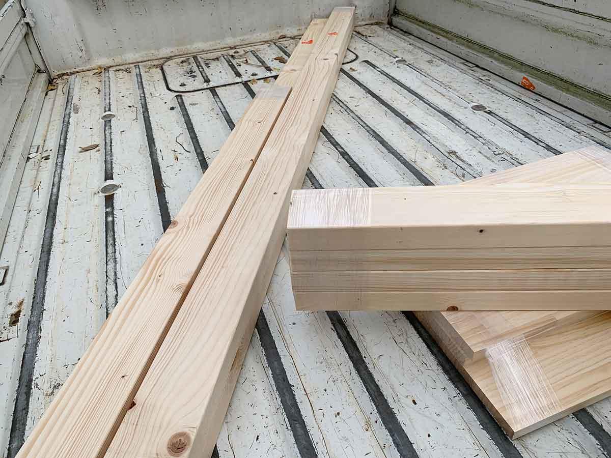 ホームセンターの軽トラと木材