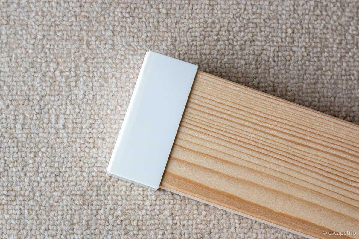 2×4材アジャスター床側を木材にはめる