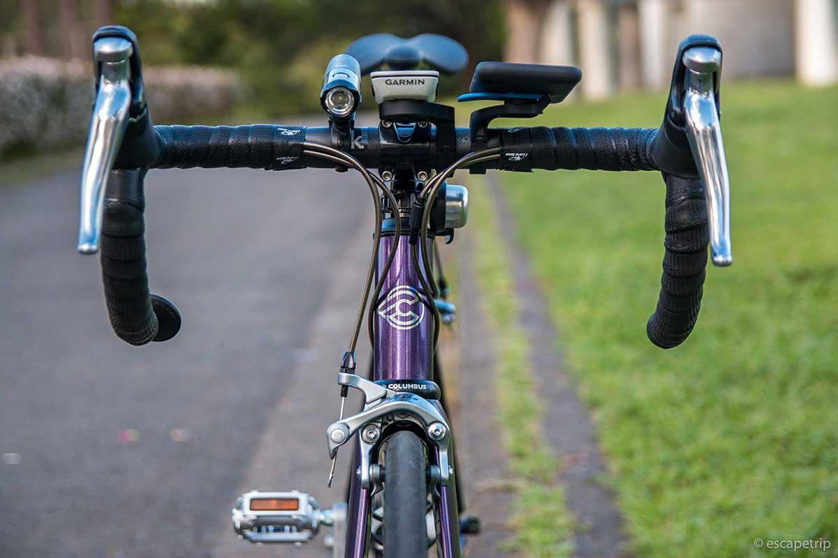 ロードバイクを前から見たところ