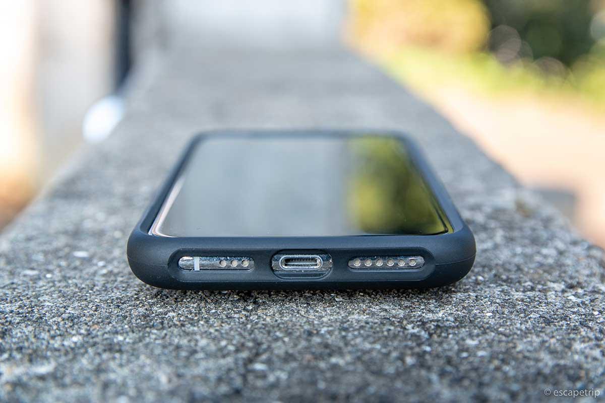 クアッドロックのiPhoneケースのLightning端子