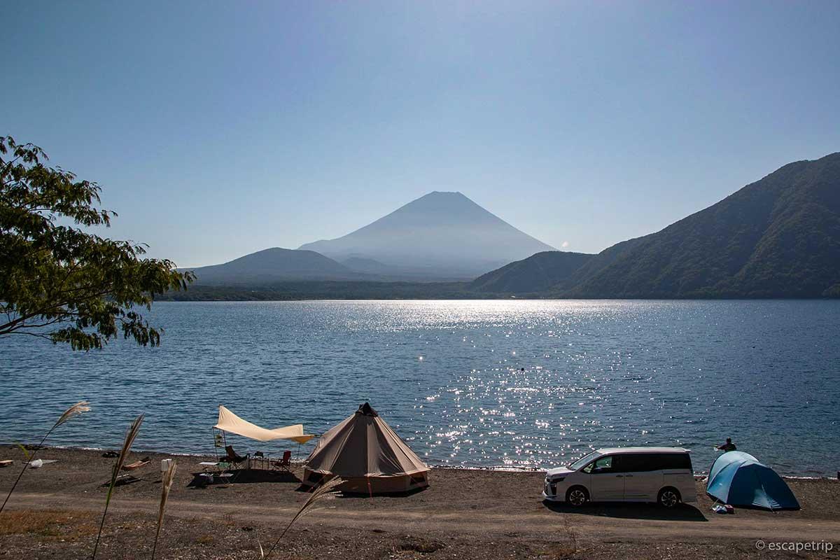 浩庵キャンプ場の富士山と本栖湖