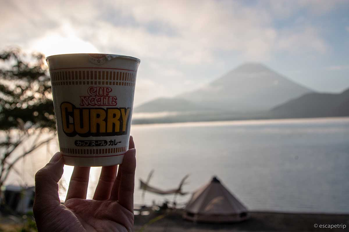 カップヌードルカレーと富士山