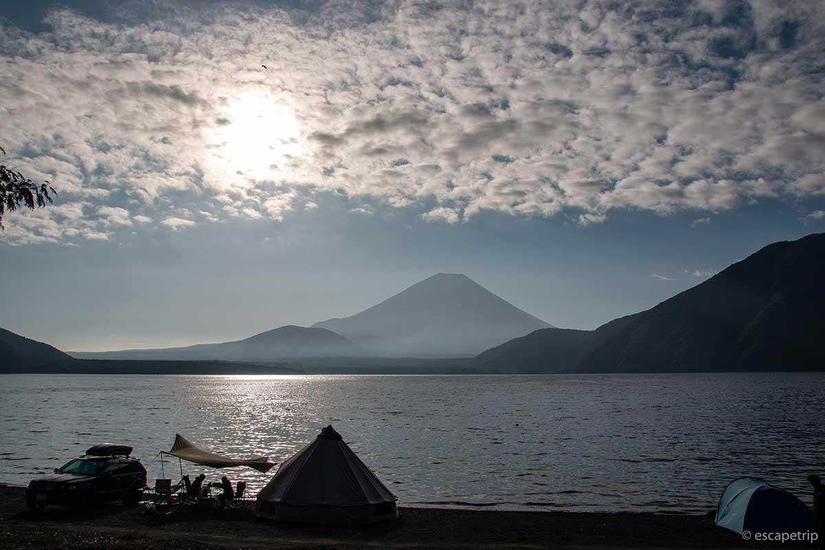 秋の雲と富士山と本栖湖