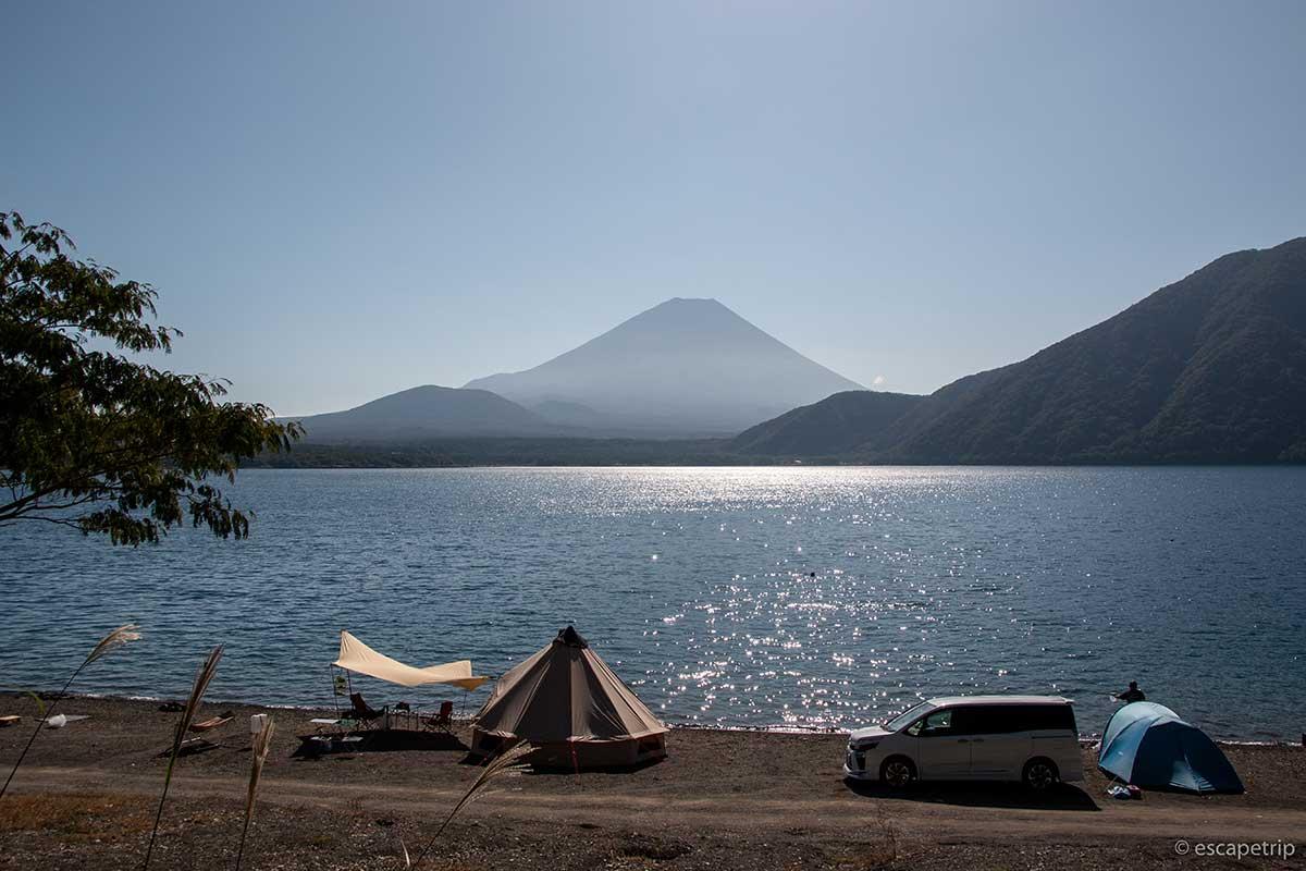 浩庵キャンプ場と本栖湖と富士山