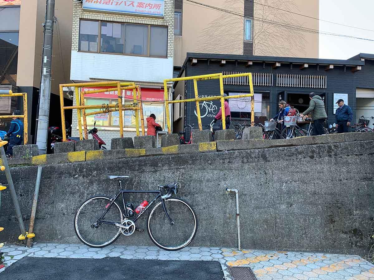 街中のロードバイク