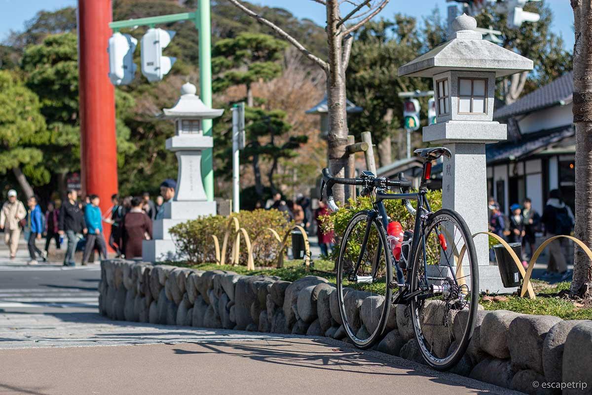 鶴岡八幡宮の道とロードバイク