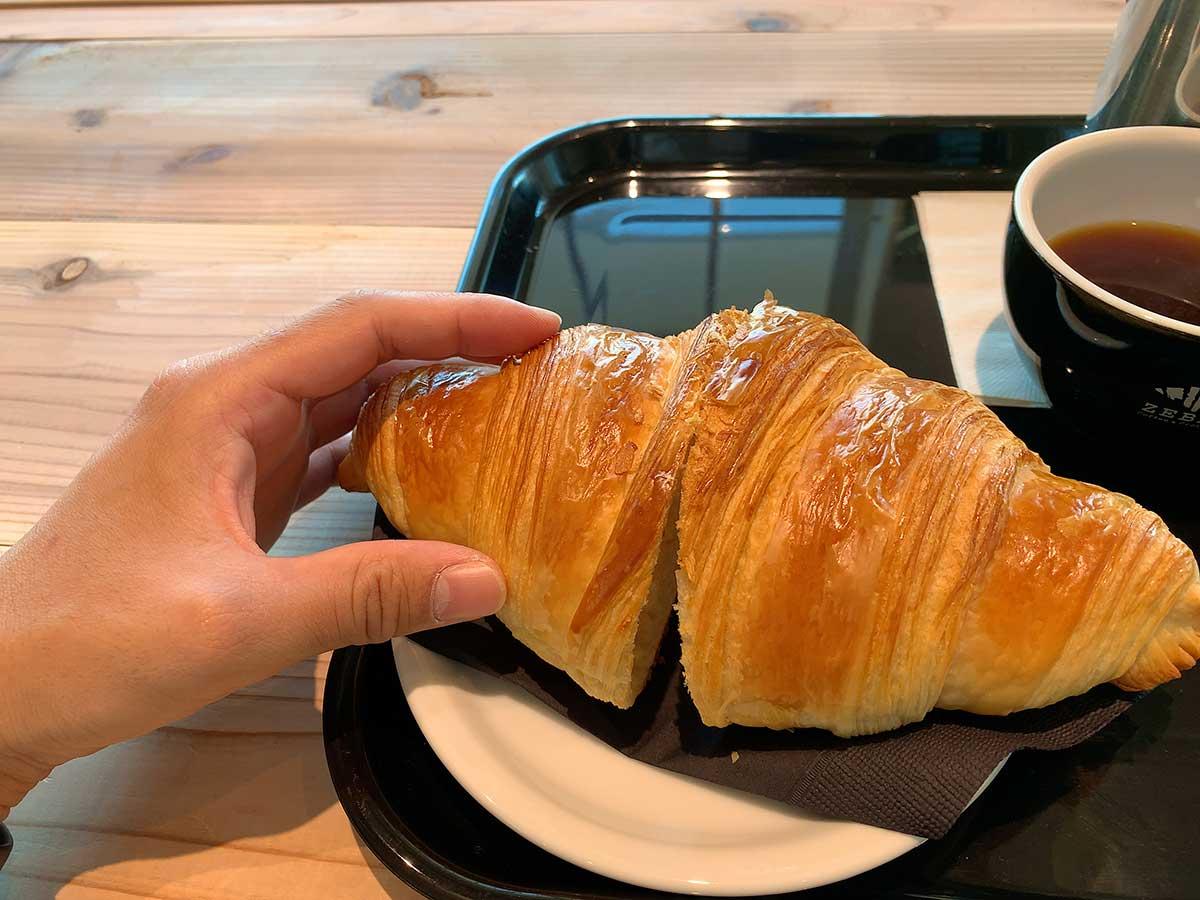 ゼブラコーヒーのクロワッサンの大きさ