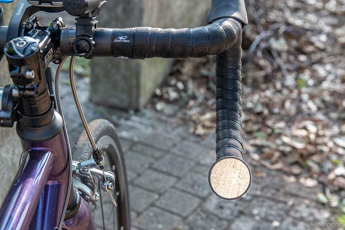 ロードバイクのハンドルとミラー