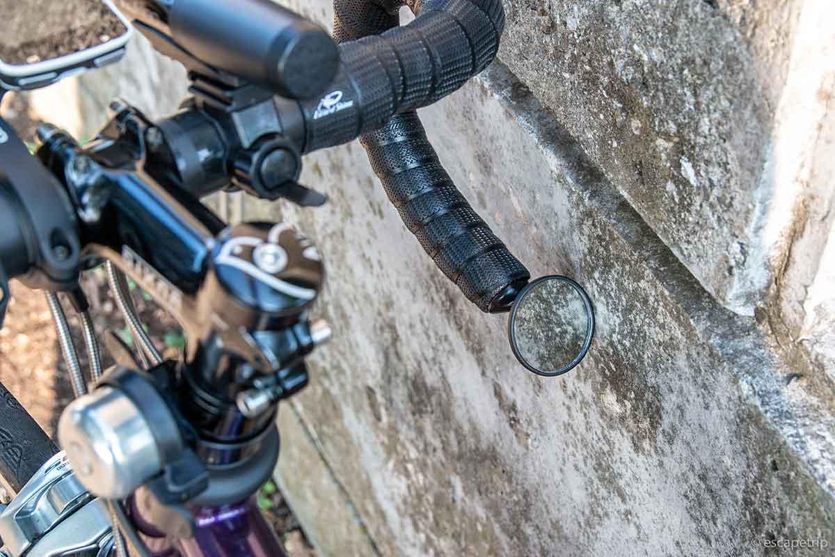 ロードバイクのミラーが壁に当たる