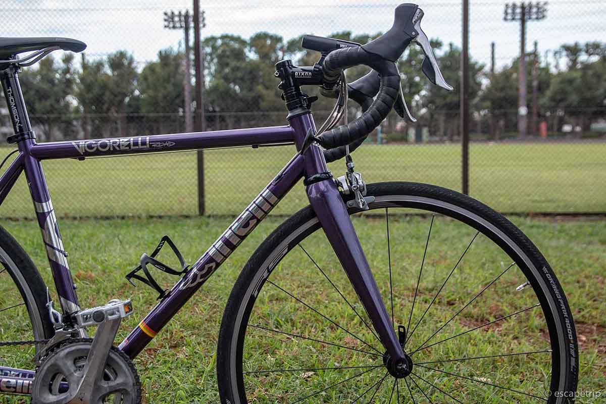ロードバイクのハンドルと前輪