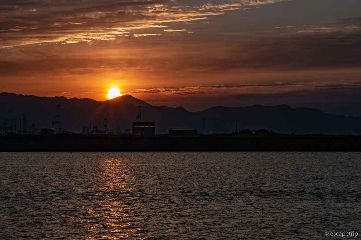 海と日の出