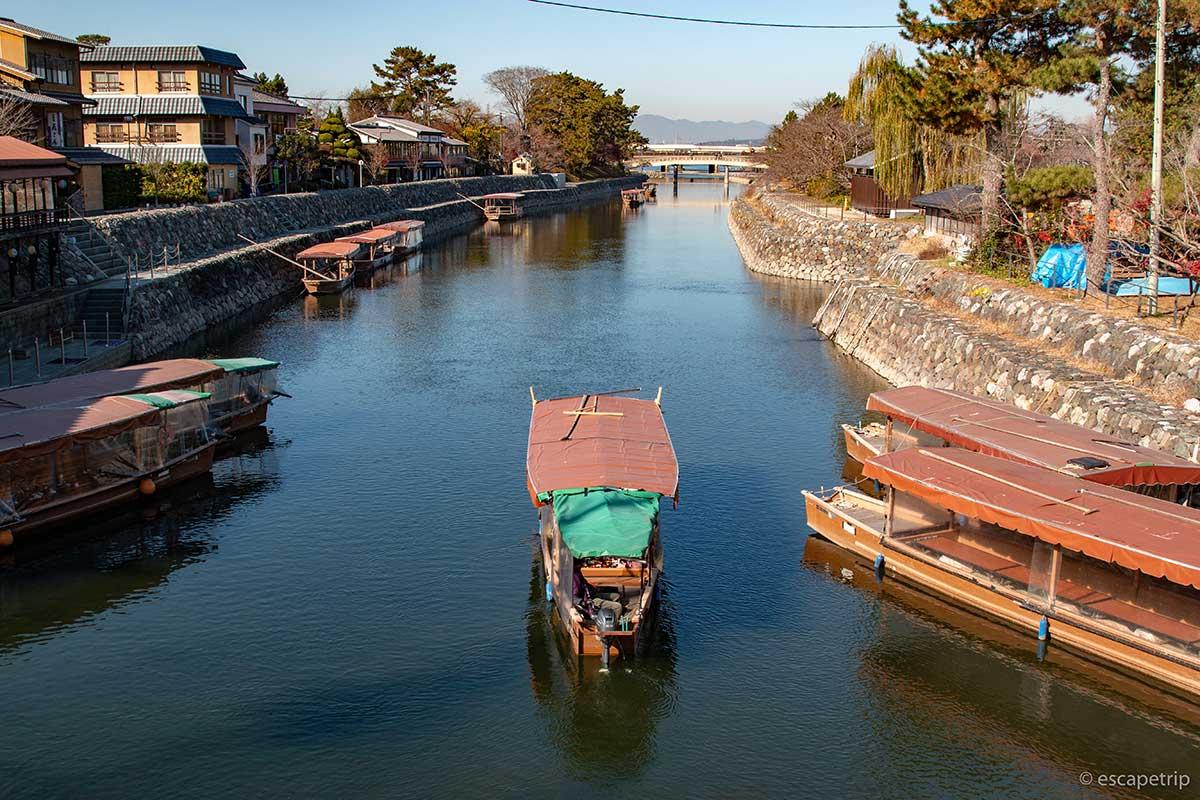 宇治川と船