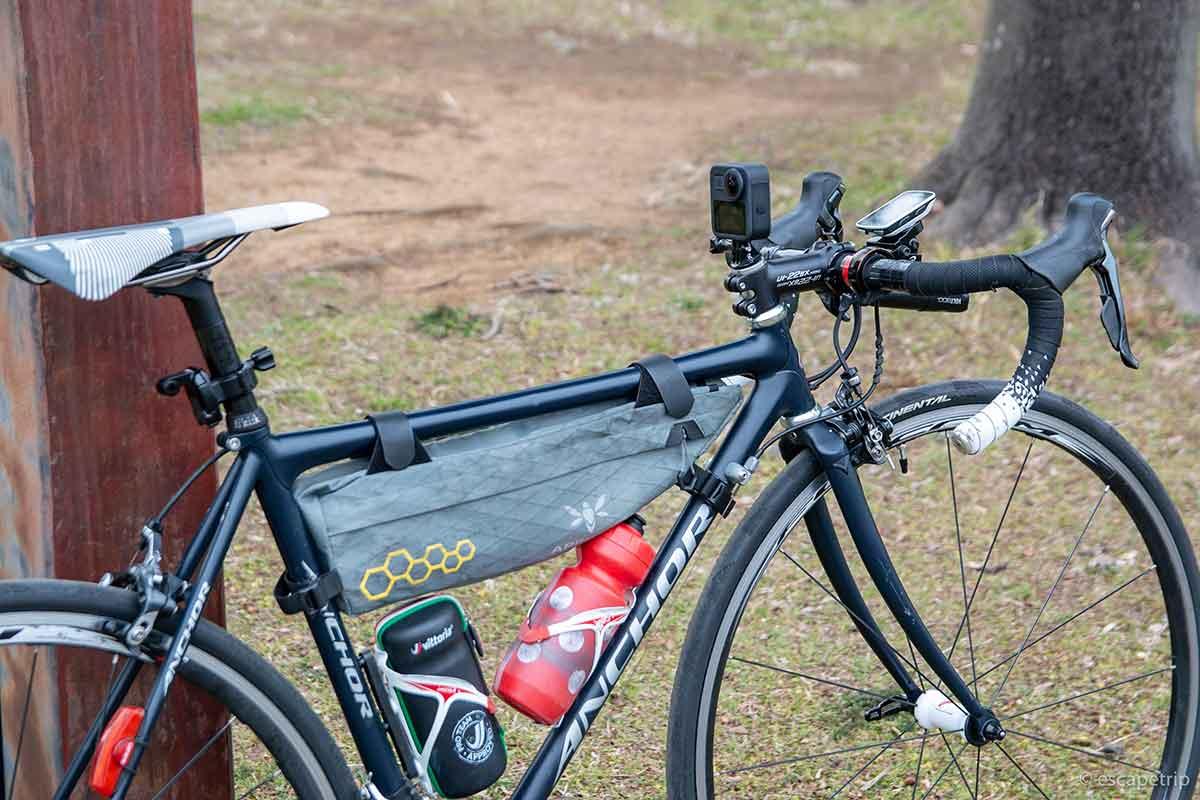 GoProをマウントしたロードバイク