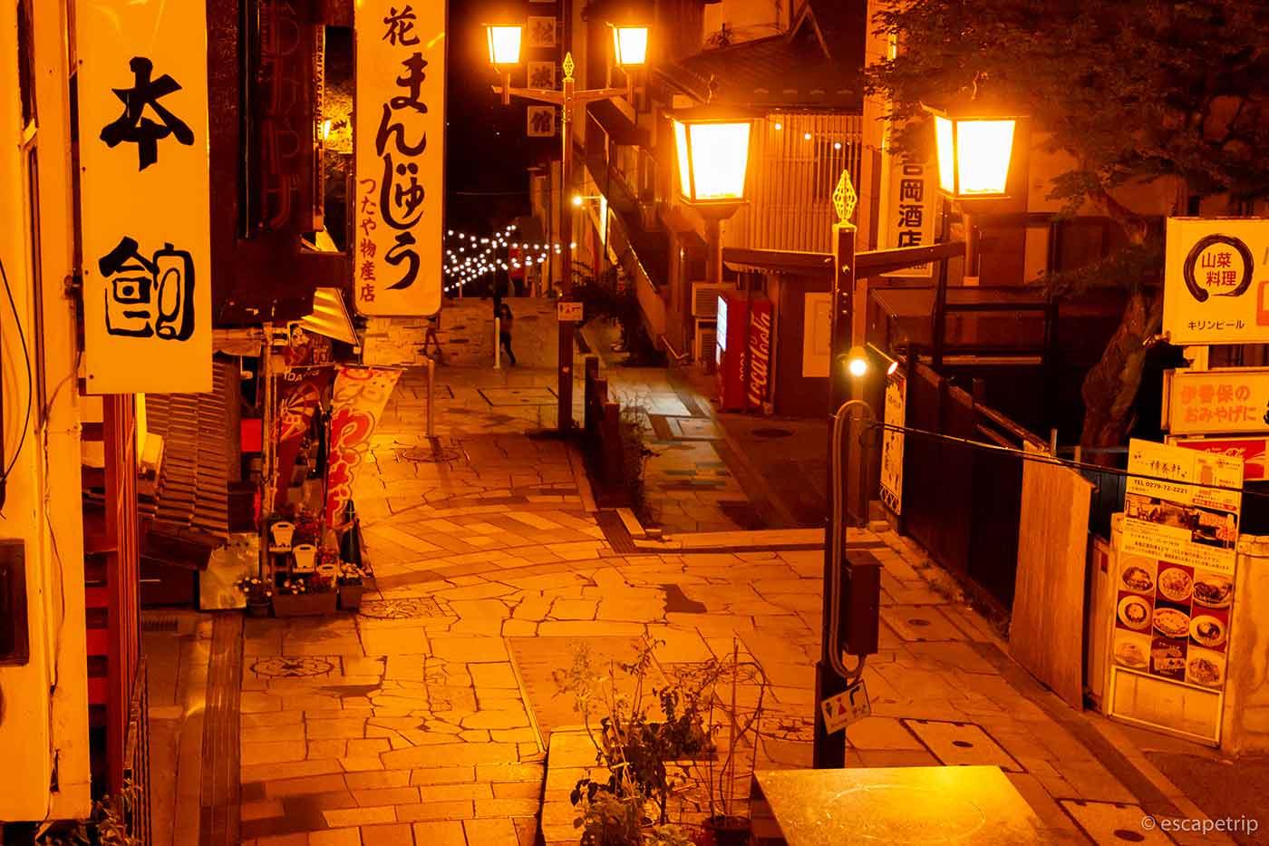 夜の伊香保温泉の石段