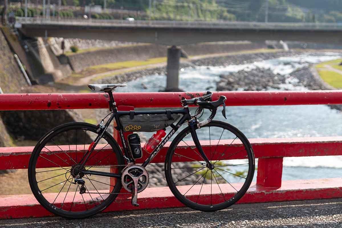 箱根のあじさい橋とロードバイク