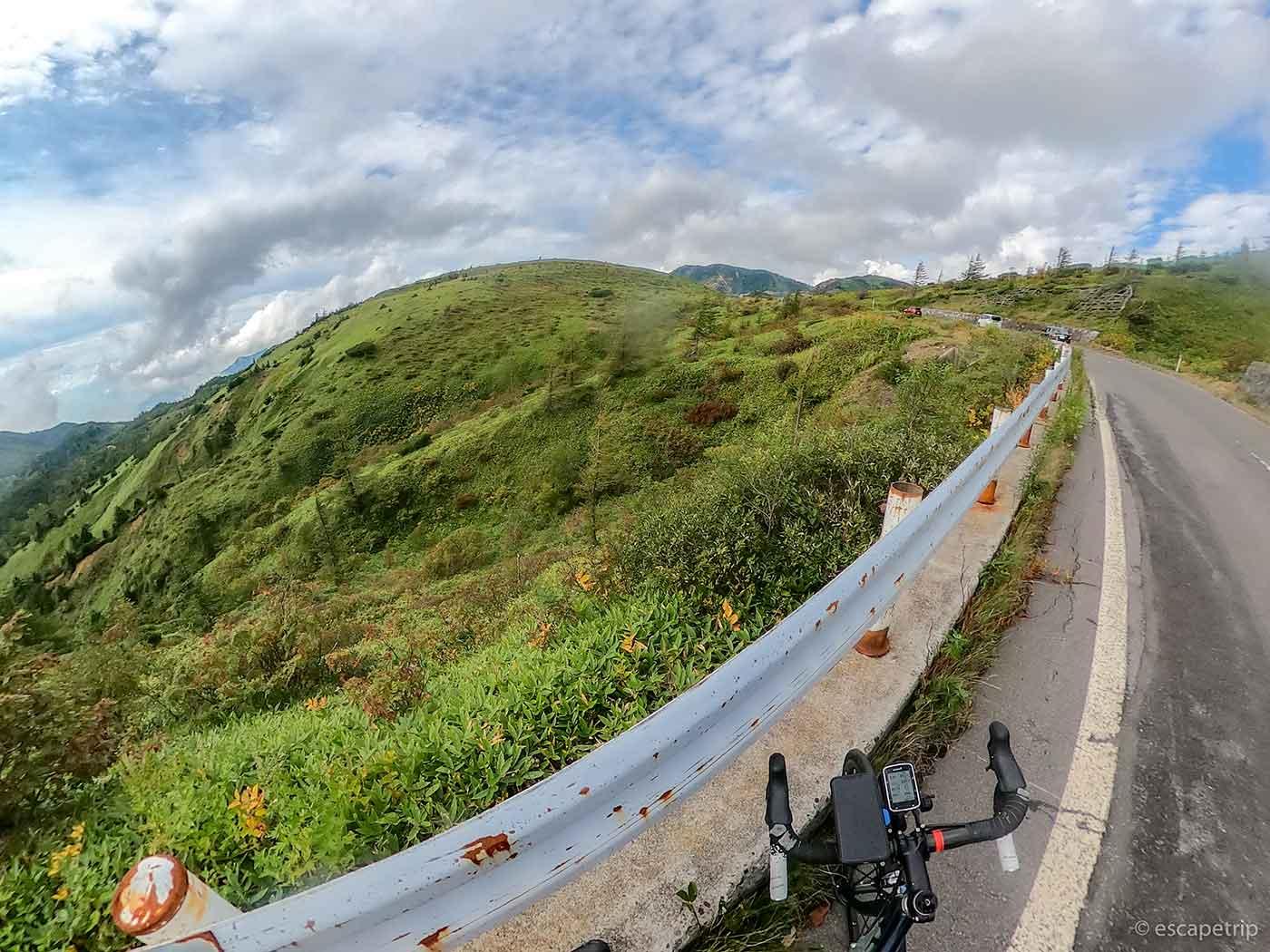 夏の渋峠とロードバイク
