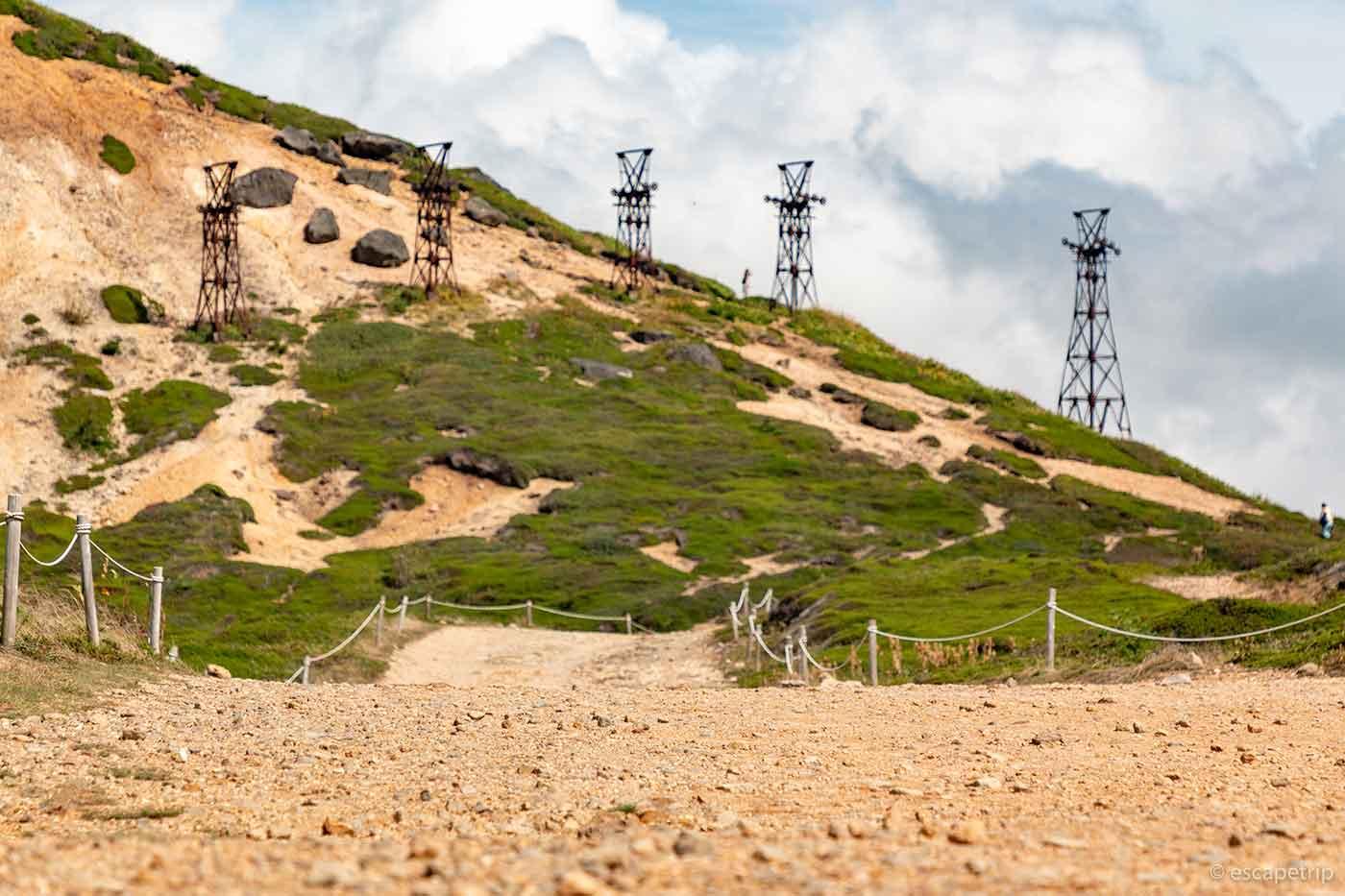 毛無峠の大地と鉄塔