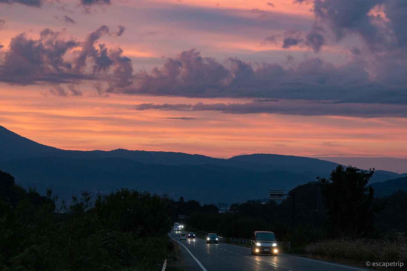 山と夕焼け