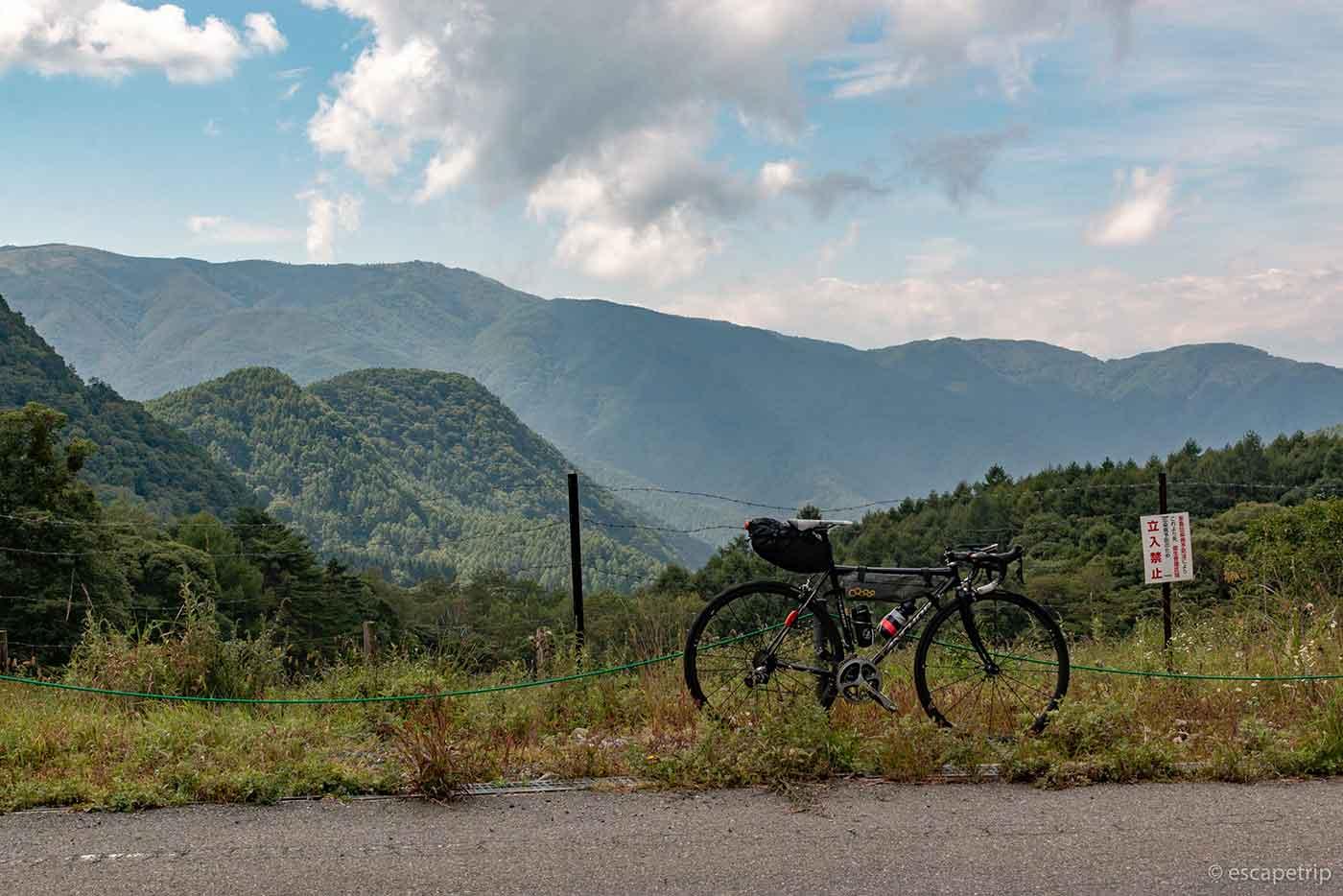 山とロードバイク