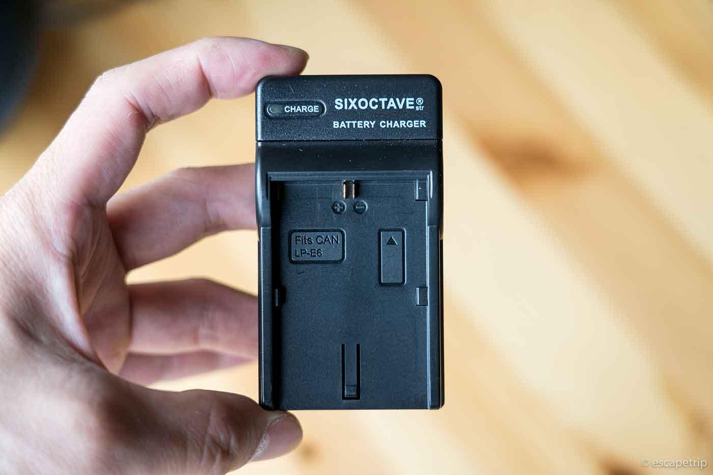 SIXOCTAVE充電器の小ささ