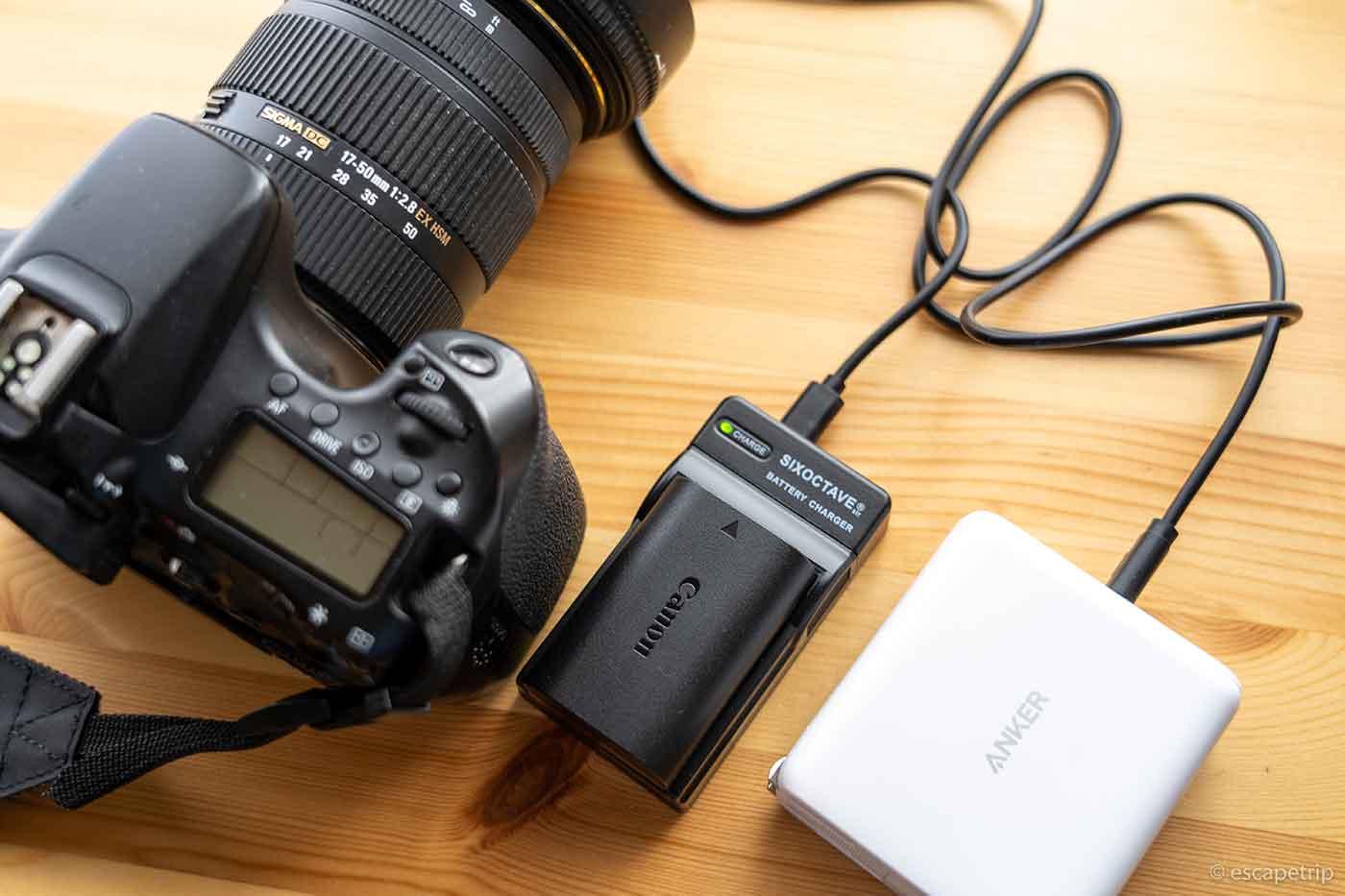 一眼レフ用の互換充電器USBチャージャー