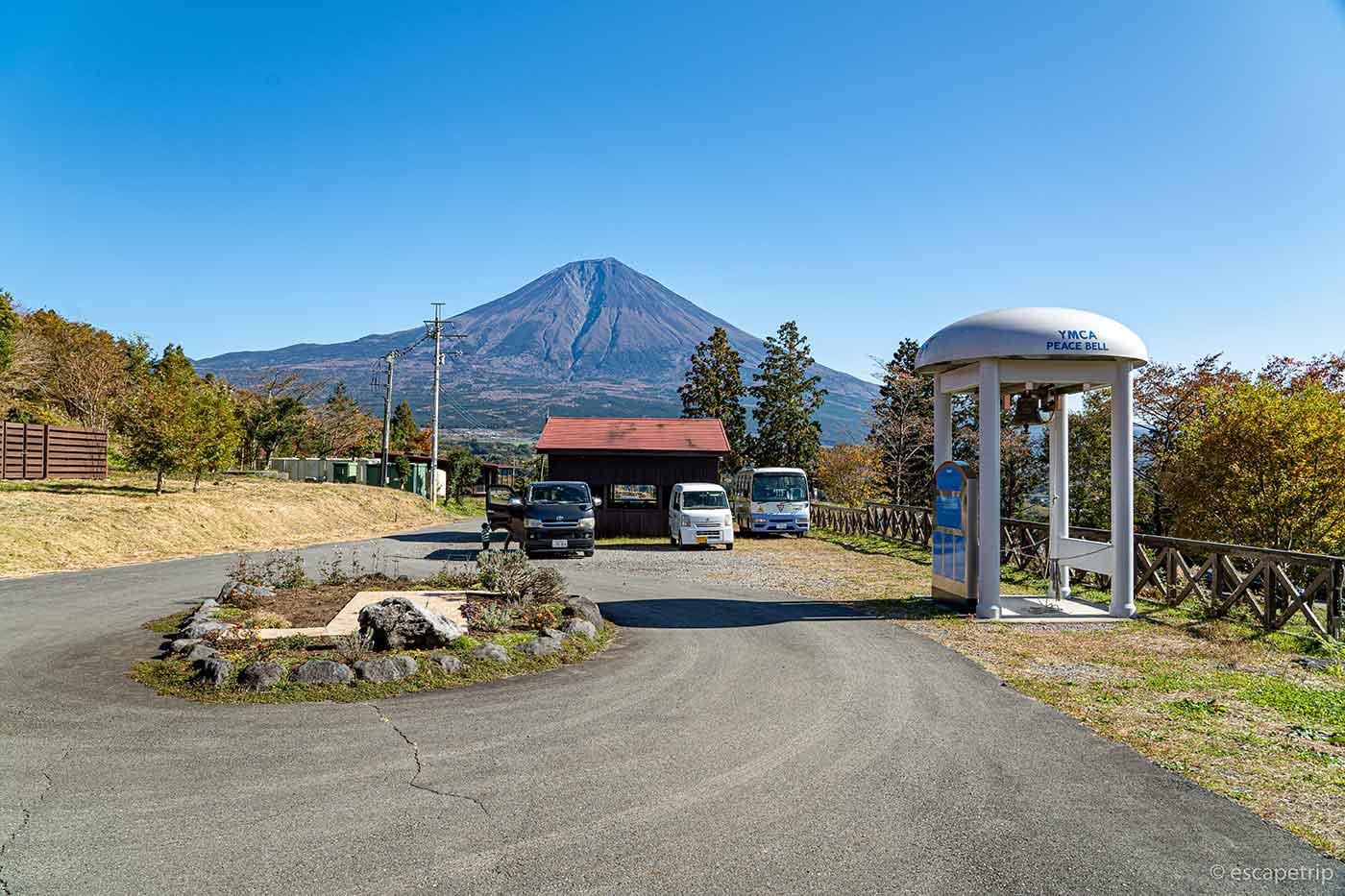富士山YMCAの建物側から見た富士山