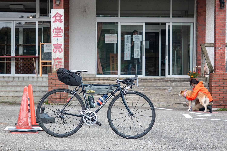 渋峠ホテルとロードバイク