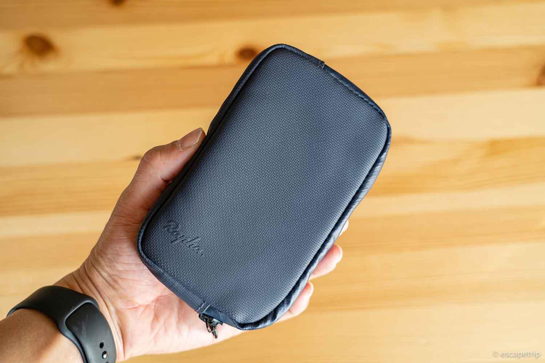Raphaの財布を持ったところ