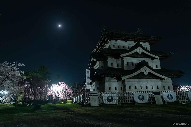 夜の弘前城