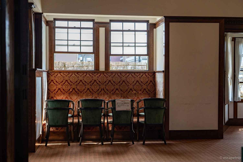 大正浪漫喫茶室の内装