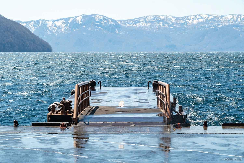 十和田湖と遊覧船の乗船場所